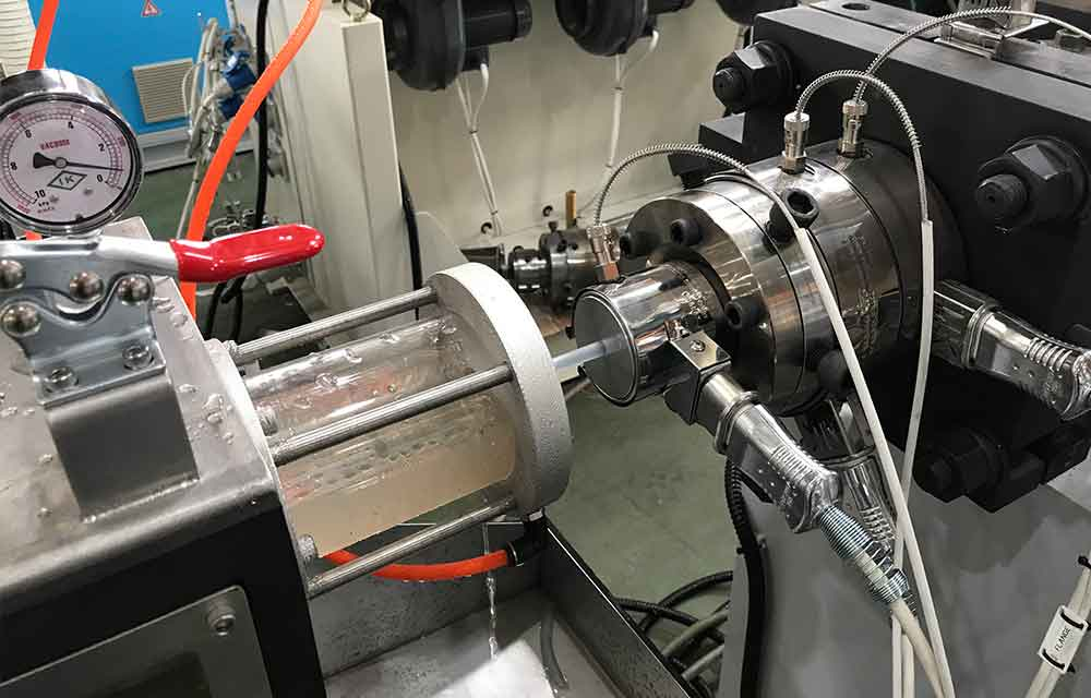 Infusion_tube_machine_line_4