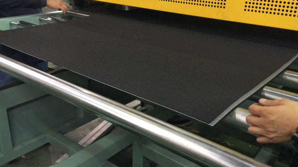 廢棄PET布加PP 製成汽車行李箱墊 (4)